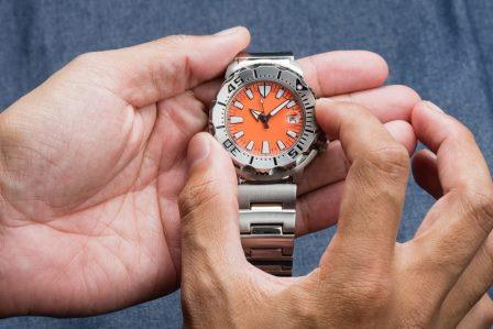 how to use dive watch bezel