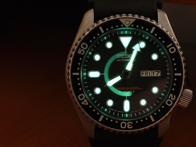 dive watch lume