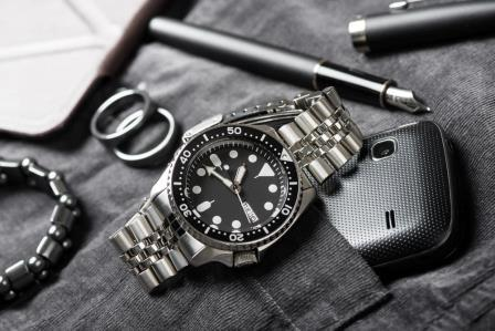 seiko skx007k2 versatile dive watch