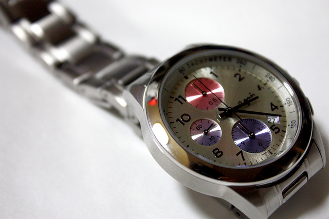 how to remove scratches from watch at home