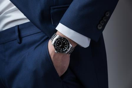wear dive watch with business suit