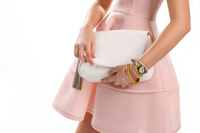 women wear watch with bracelet